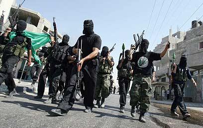 הנוצרים בפחד בעזה. חמושי חמאס ברחובות (ארכיון) (צילום: AFP)