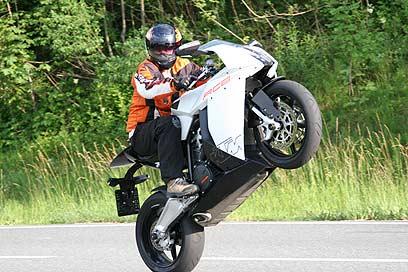 צעיר אופנועי ספורט, כבישי אלפים. מה צריך יותר? OG-29