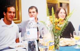 סמל איתן ניומן (משמאל) באירוע משפחתי