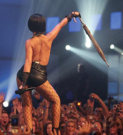 Rihanna  --  q buena q esta la negra !!