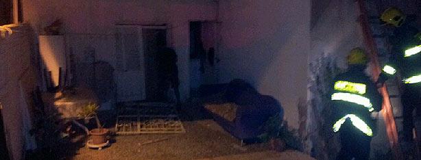 פגיעת גראד בבית מגורים בבאר-שבע (צילום: הגולש מיכאל קרביץ)