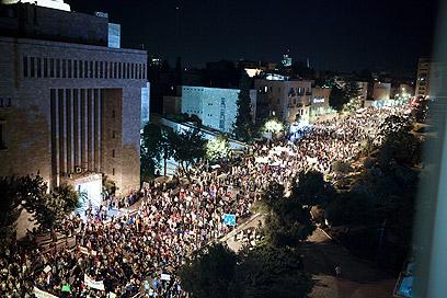 ירושלים. הפגנה לילית בבירה (צילום: נועם מושקוביץ)