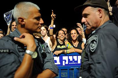 תל אביב. משני צידי המחסום המשטרתי (צילום: בן קלמר)