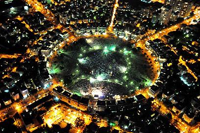 תל אביב. הסימטריה של המפגינים (צילום: באדיבות היחידה האווירית, משטרת ישראל)