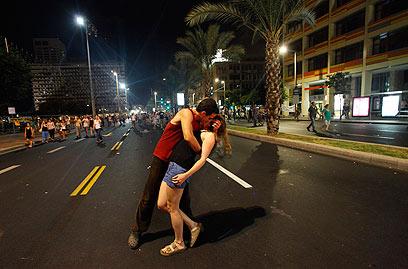 תל אביב. סוף הוליוודי להפגנה (צילום: אדי גרלד)