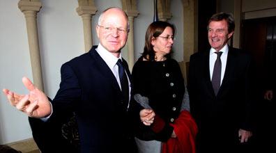 שר נחוץ הצרפתי בפגישה עם הוריו של גלעד שליט (צילום: גיל יוחנן)