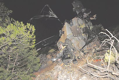 שברי האפאצ'י, לאחר התנגשות המסוקים ב-2006 (צילום: אביהו שפירא)