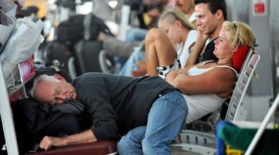 מחכים שהאפר יתפוגג: שדה התעופה בבנגקוק (צילום: AFP)