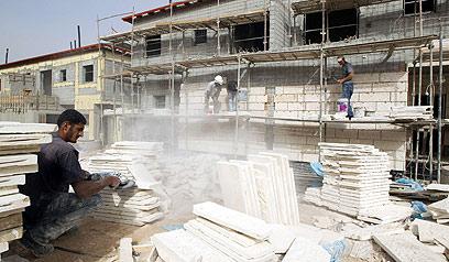 פועלים פלסטינים בישראל. הקלה על מצוקת הרשות (צילום: AFP)