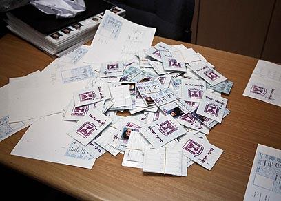 תעודות הזהות המזויפות