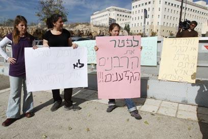 העצומה והמחאה נגד השכרת דירות לערבים