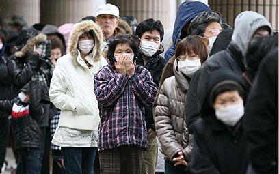 תושבים באזור פוקושימה לאחר רעידת האדמה (צילום: בועז ארד)