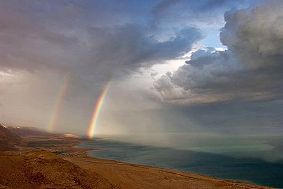 البحر الميت الذي لا يمكن ان يغرق به احد ابدا Dead_sea_wa