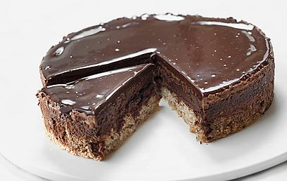 עוגת שוקולד ואגוזים (צילום: דודו אזולאי)