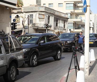 השיירה של מדונה בדרך למלון בתל אביב