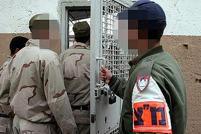 """יש חיילים שמשתפים פעולה עם עברניים. אילוסטרציה (צילום: עמית שאבי, """"ידיעות אחרונות"""")"""