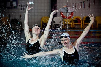 הנציגות שלנו בשחייה הצורנית, יופה וגלושקוב  (צילום: טל שחר)