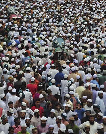אלפים בהפגנה בבנגלדש (צילום: AFP)