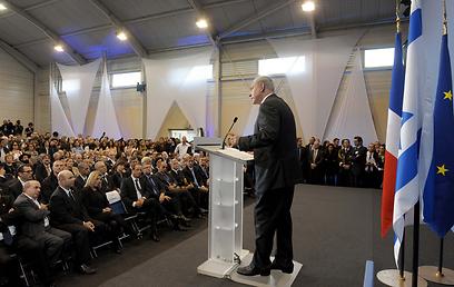 """ראש הממשלה על הבמה בטולוז (צילם: אבי אוחיון, לע""""מ)"""