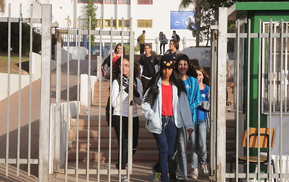 תלמידים בבאר שבע בדרכם הביתה (צילום: הרצל יוסף)
