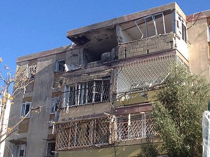 """שלושה הרוגים. הבית שנפגע בקריית מלאכי (צילום: חב""""ד אינפו)"""