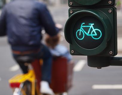 רמזור אופניים. משפר את בטיחות הרוכבים (צילום: shutterstock)