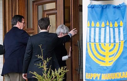 כל הנוכחים פרצו בבכי. בית הכנסת