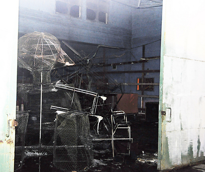 מחסן העירייה שעלה באש (צילום: עינת הצמרי שביט)