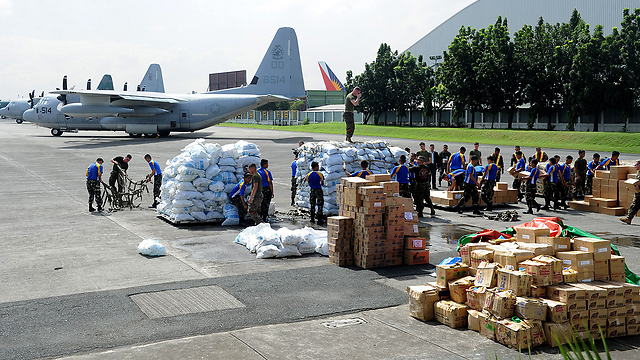 Aid organizations unloading supplies (Photo: AFP) (Photo: AFP)