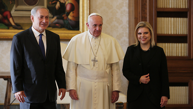 Benjamin and Sara Netanyahu with Pope Francis (Photo: Getty)