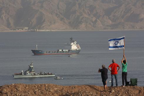 Israeli Navy ships entering Eilat Port after accompanying Klos C weapons ship (Photo: EPA)