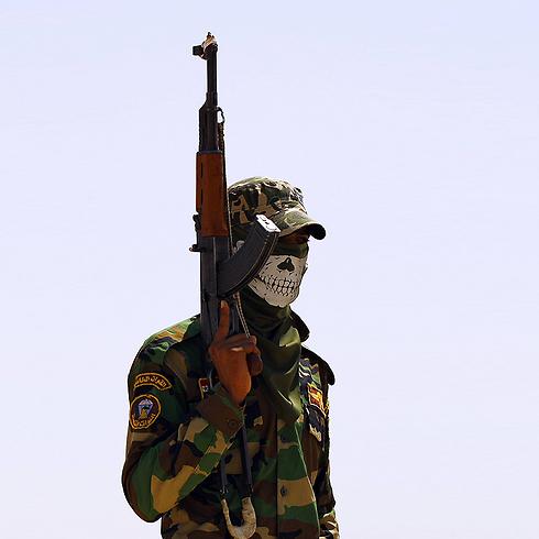 Shiite fighter near Anbar, Iraq (Photo: AFP)