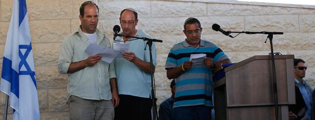 שלושת האבות קוראים קדיש (צילום: EPA)