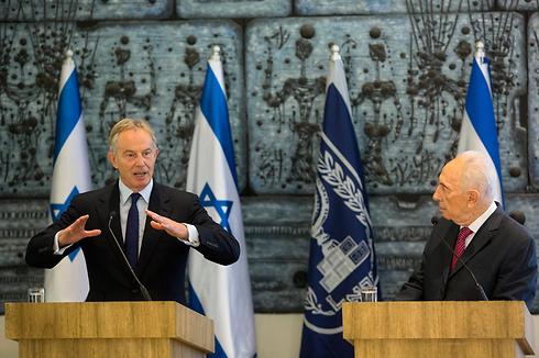 Blair and Peres in Jerusalem (Photo: AP) (Photo: AP)