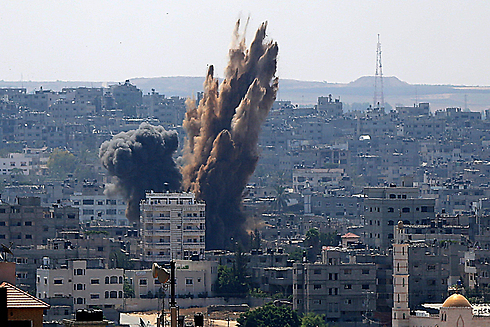 IAF hit Gaza targets after rocket fire renewed (Photo: EPA)
