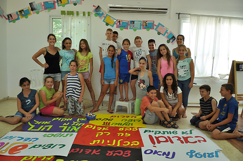 Children from southern Israel prepare for Tel Aviv rally (Photo: George Ginsburg)