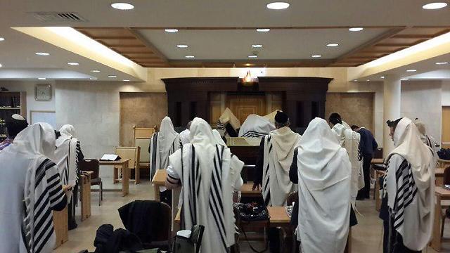 תוצאת תמונה עבור תמונות תפילה בבית כנסת