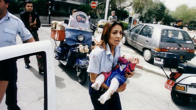 """הילדה מהפיגוע ב""""אפרופו"""" מתגייסת"""