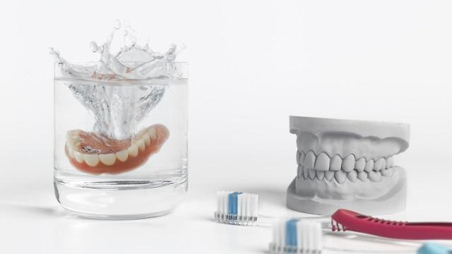 שונות שיניים תותבות: איך לבחור את הסוג המתאים לכם CG-76
