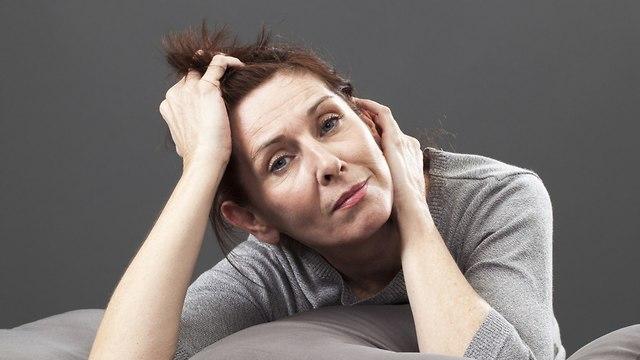 בלי הורמונים: 8 פתרונות לתסמיני גיל המעבר