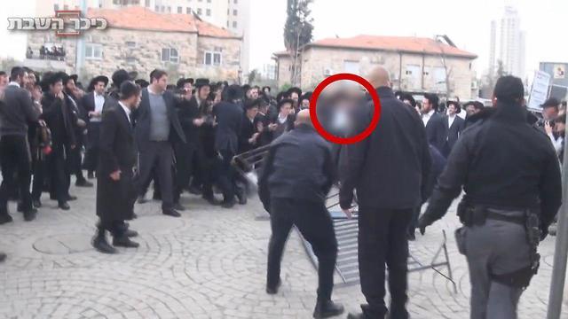 """כיכר השבת חדשות: בוטלה הרשעת חרדי שהפגין נגד הגיוס: """"הוא היה פסיבי, הציבור"""
