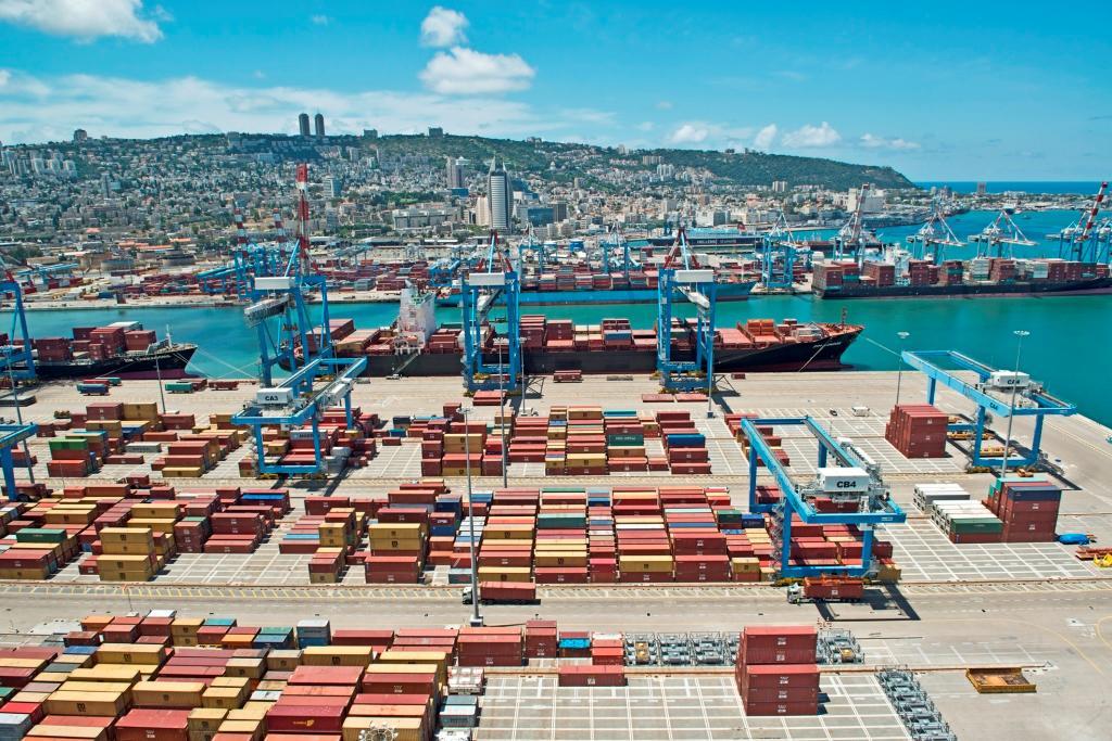 מכולות בנמל חיפה (צילום: דוברות נמל חיפה)