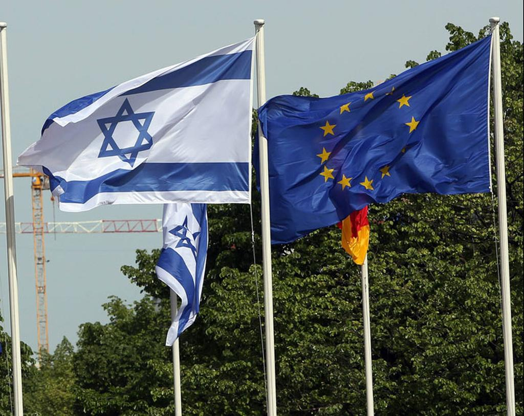 Israel and the EU flags (Photo: AFP)
