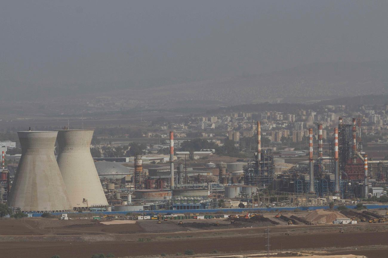 Factories in Haifa's Bay  (Photo: Ido Erez)