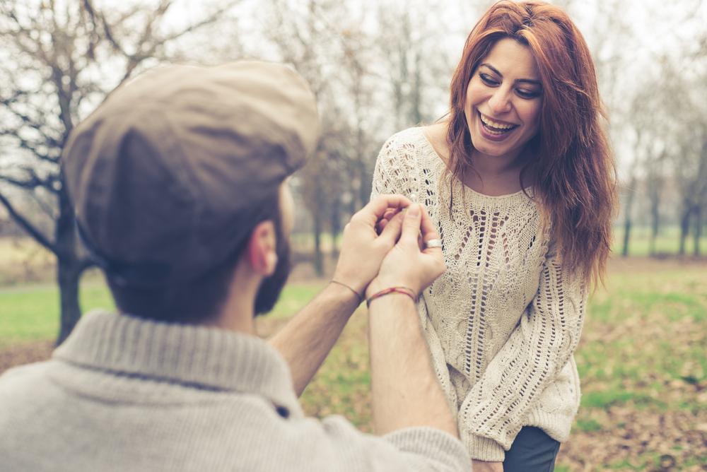 המונוגמיים דיווחו על זוגיות בריאה ורמות נמוכות של בדידות ומצוקה (צילום: Shutterstock)