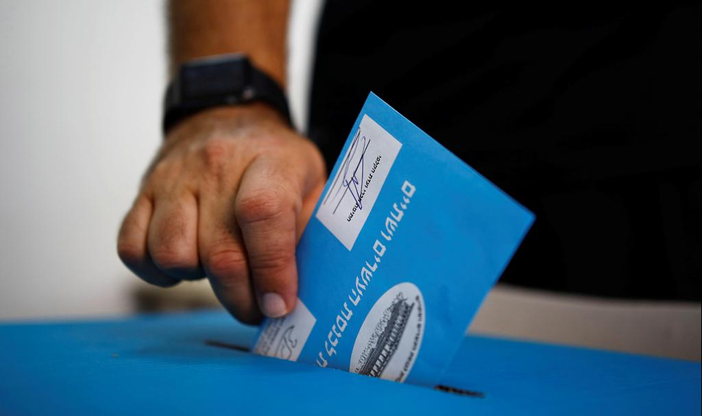 An Israeli voter (photo: Reuters)