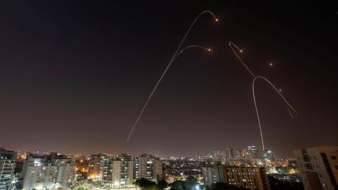 Archive: The Iron Dome missile defense system intercepts rockets over Ashkelon  (Photo: Reuters)