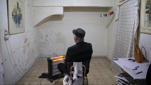 An impoverished elderly man in Jerusalem   (Photo: Amit Shabi)