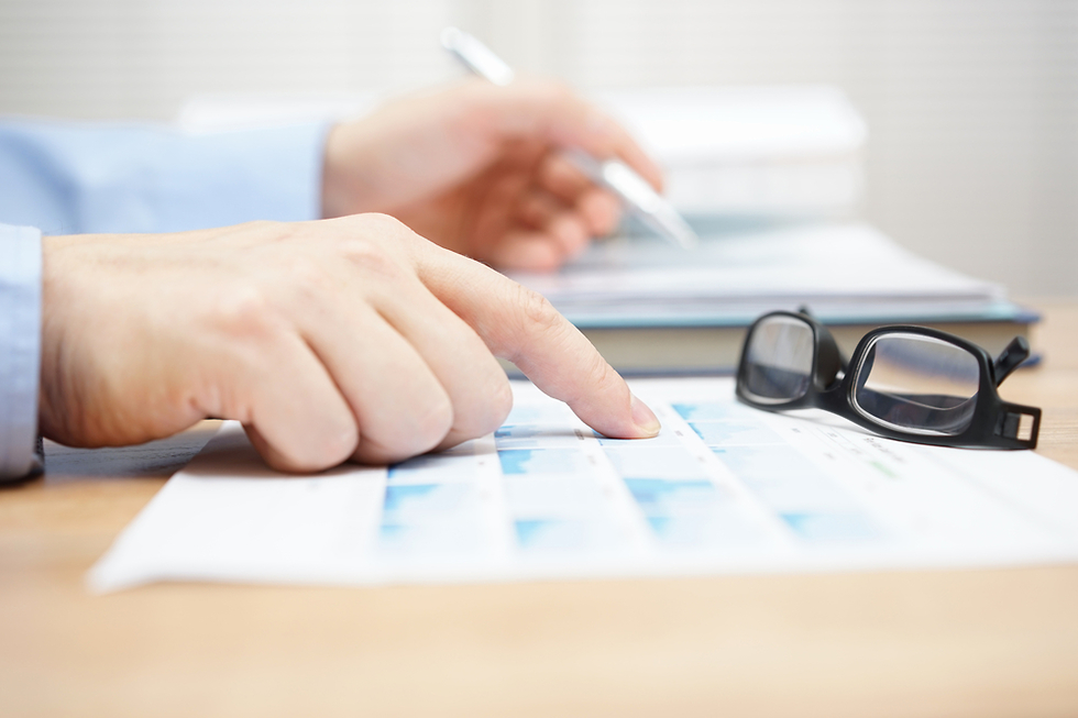 בדיקת קרן פנסיה (צילום: Shutterstock)