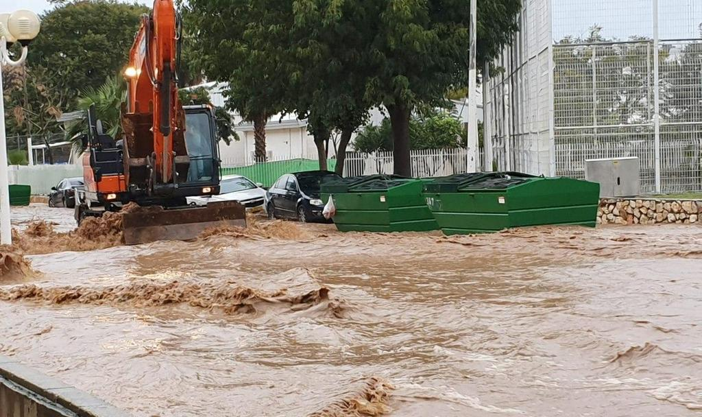 The streets of Nahariya swept by floodwater  (Photo: Gil Nehushtan)